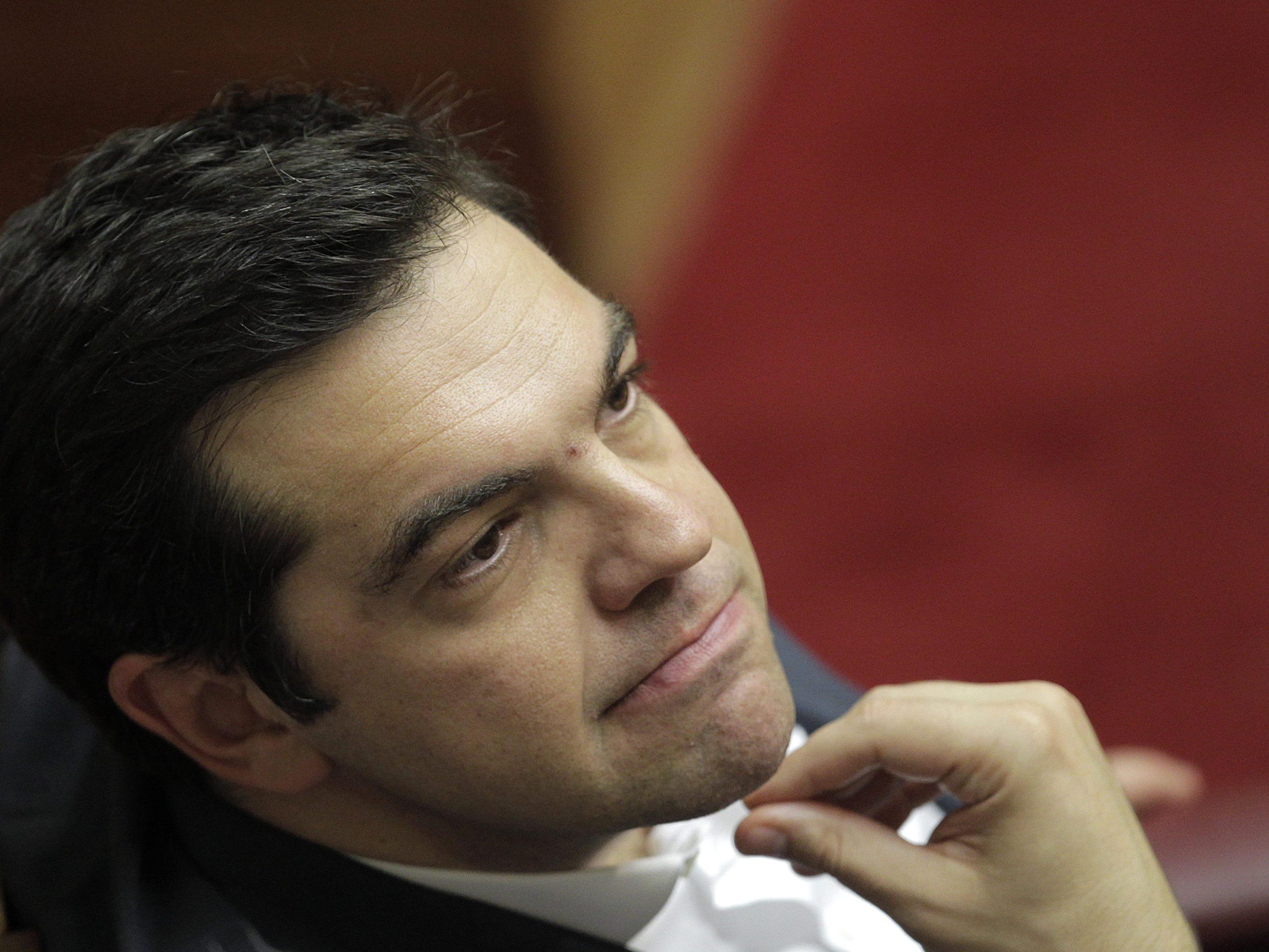 Tsipras bringt weiteres Reformgesetz ins Parlament ein und ringt um Mehrheit.