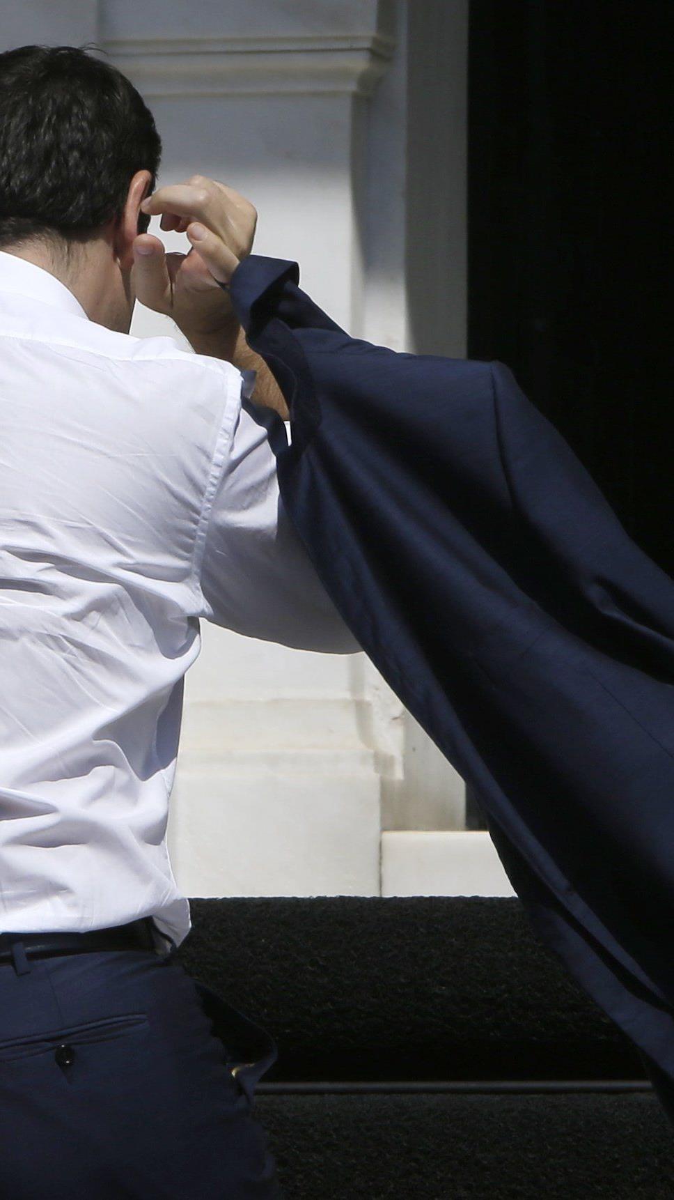 Griechischer Regierungschef ist Widerstand in eigenen Reihen ausgesetzt.