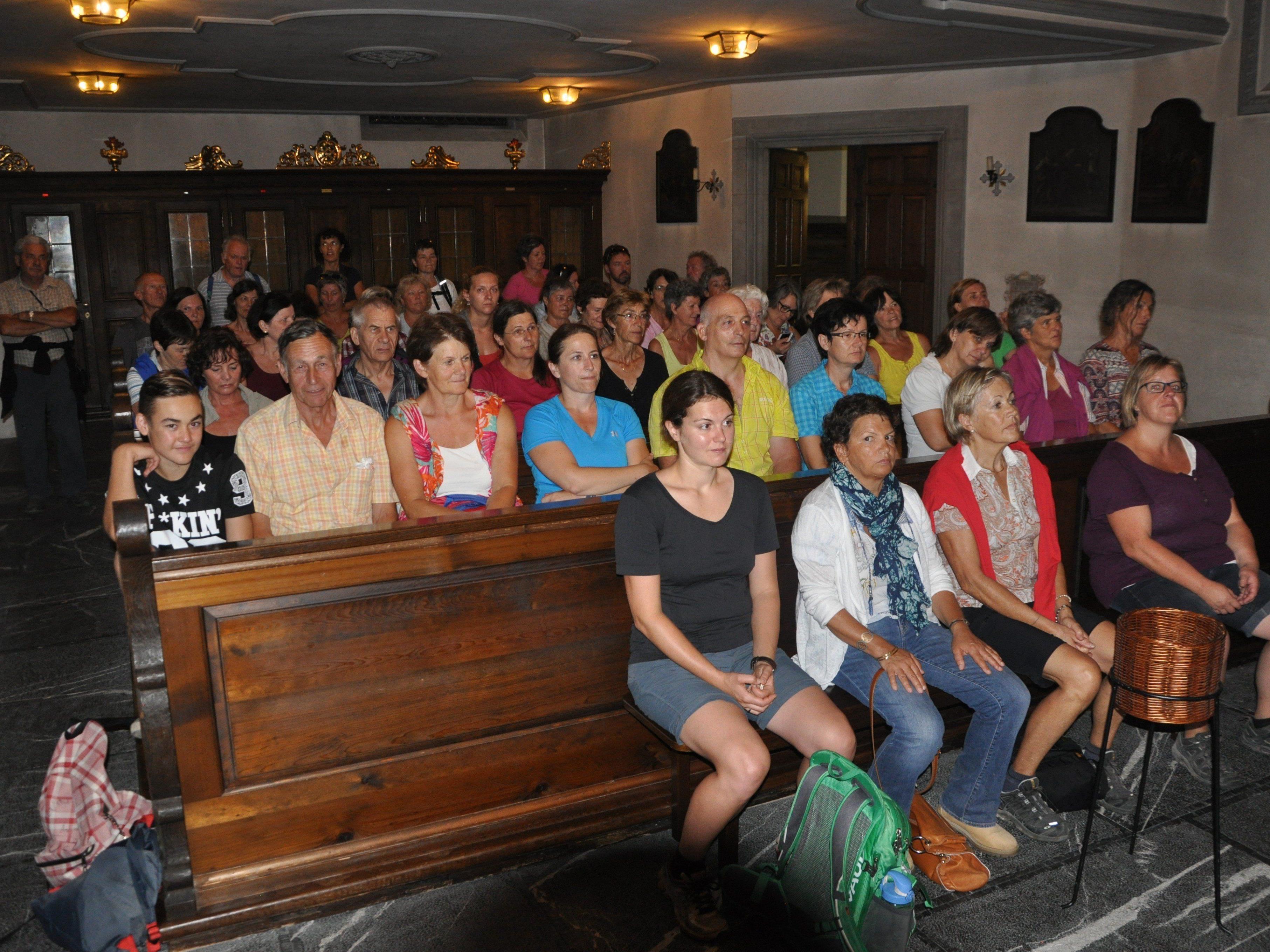 Über 70 Teilnehmer bei der nächtlichen  Pilgerwanderung von Oberriet nach Rankweil