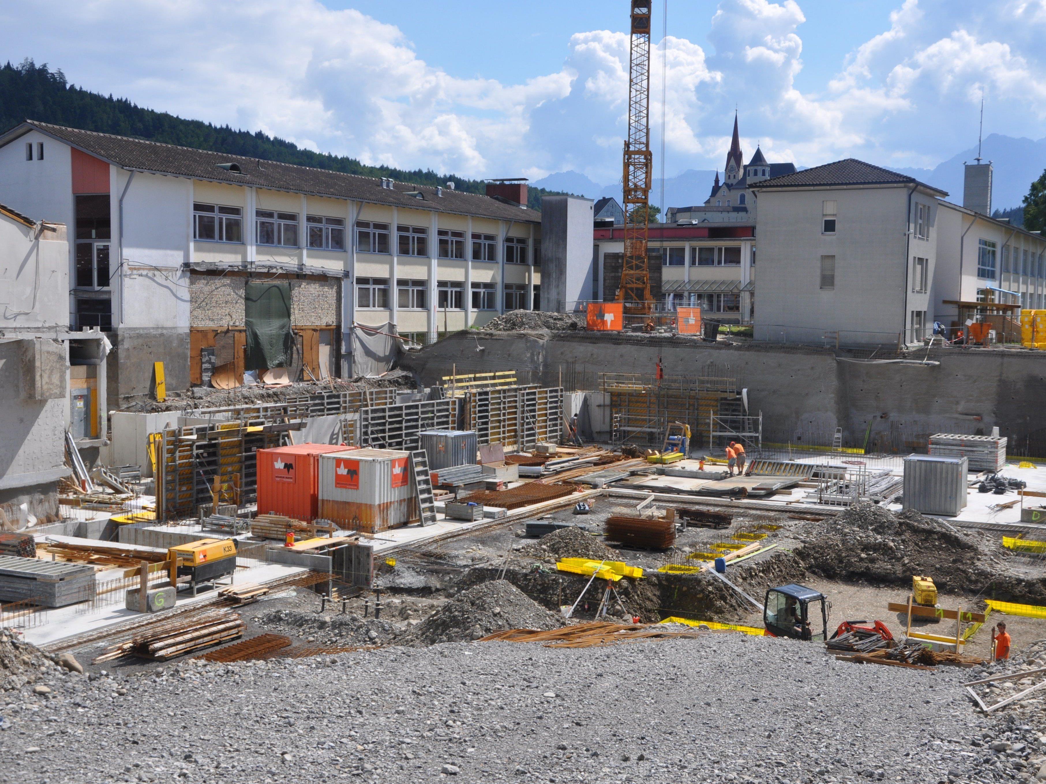 Auf vollen Touren laufen die Bauarbeiten bei der Doppelturnhalle der MS-Rankweil