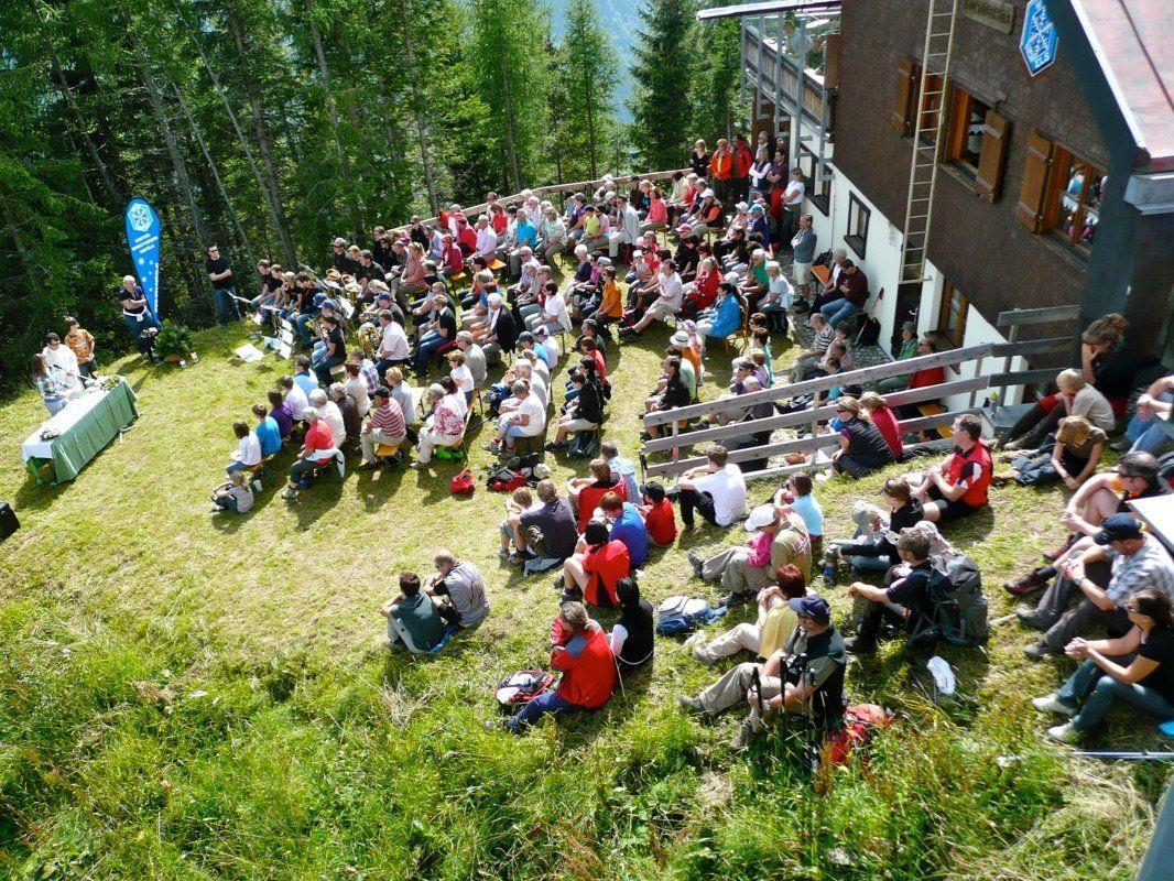 Umrahmt von der herrlichen Bergwelt wird auch heuer die traditionelle Bergmesse am Niggenkopf gefeiert.