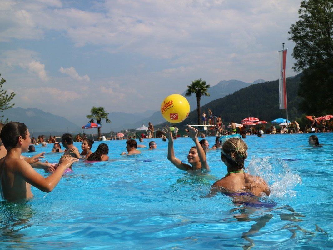 Für Groß und Klein ist das älteste Schwimmbad des Landes (fast) noch ein Geheimtipp.