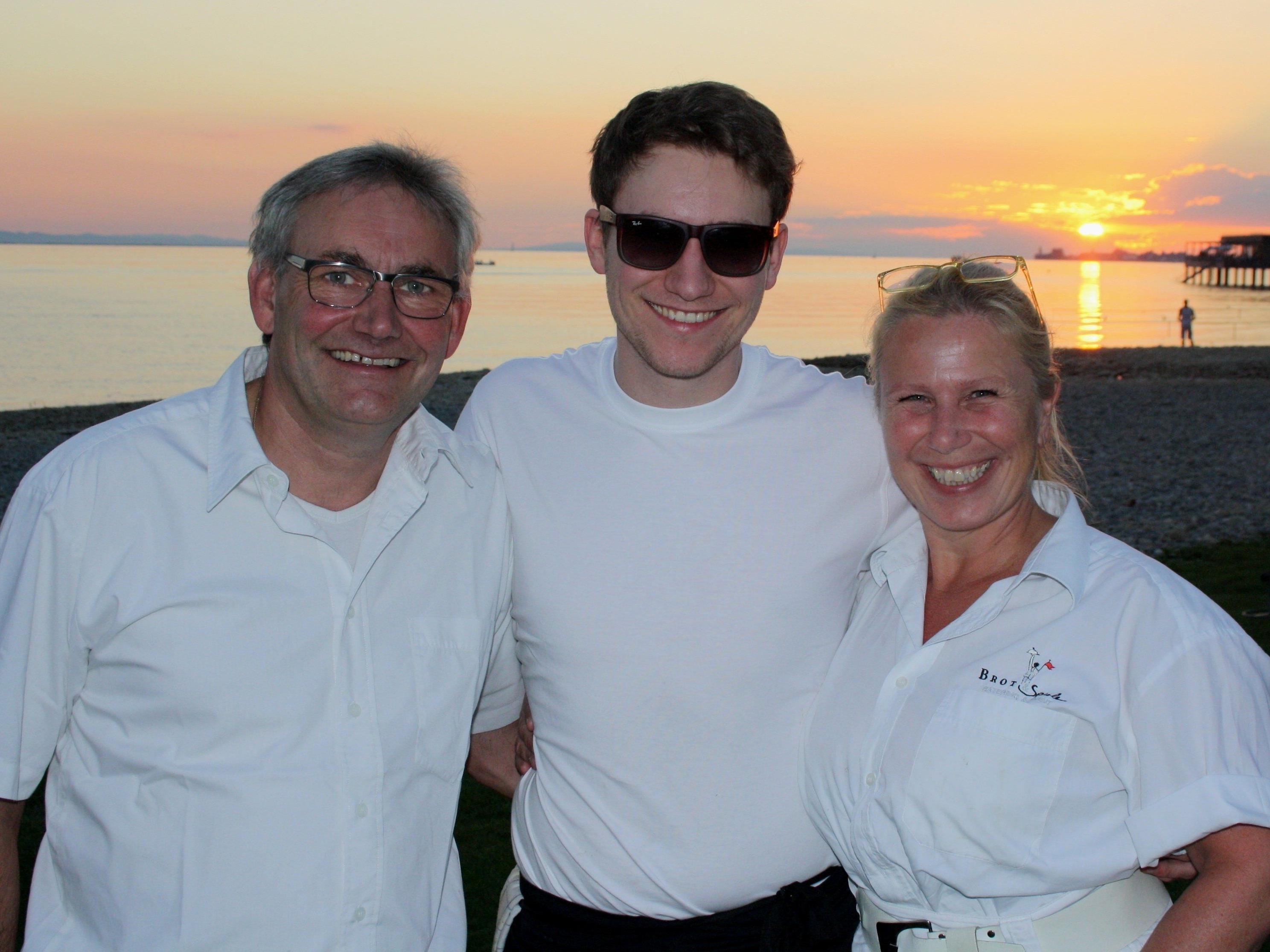 """Jürgen, Simon und Christine Hehle laden am 14. August mit ihrem Team zur """"Alles in Weiß""""-Sommer-Beach-Party im """"Treff am See"""" beim Strandbad Lochau."""