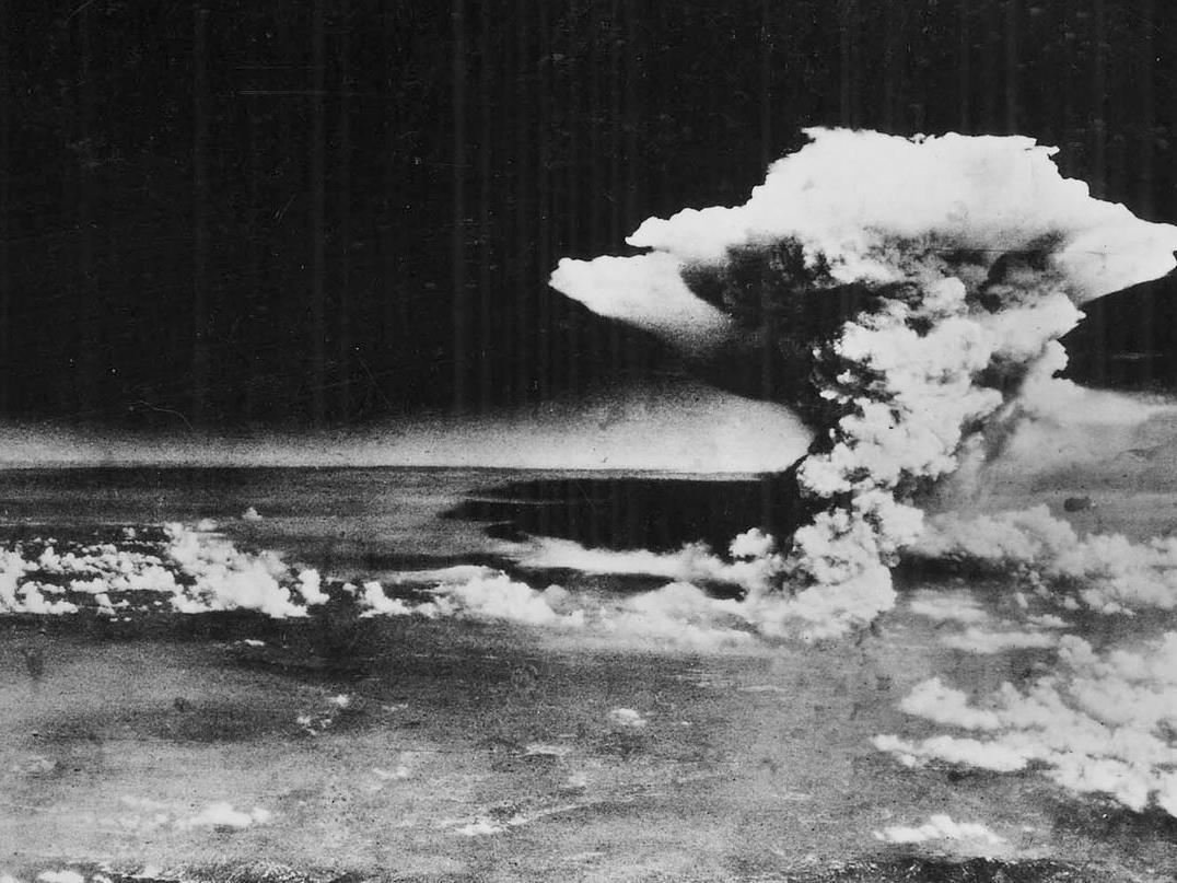 Die Detonation einer Atombombe in Japan im Zweiten Weltkrieg.