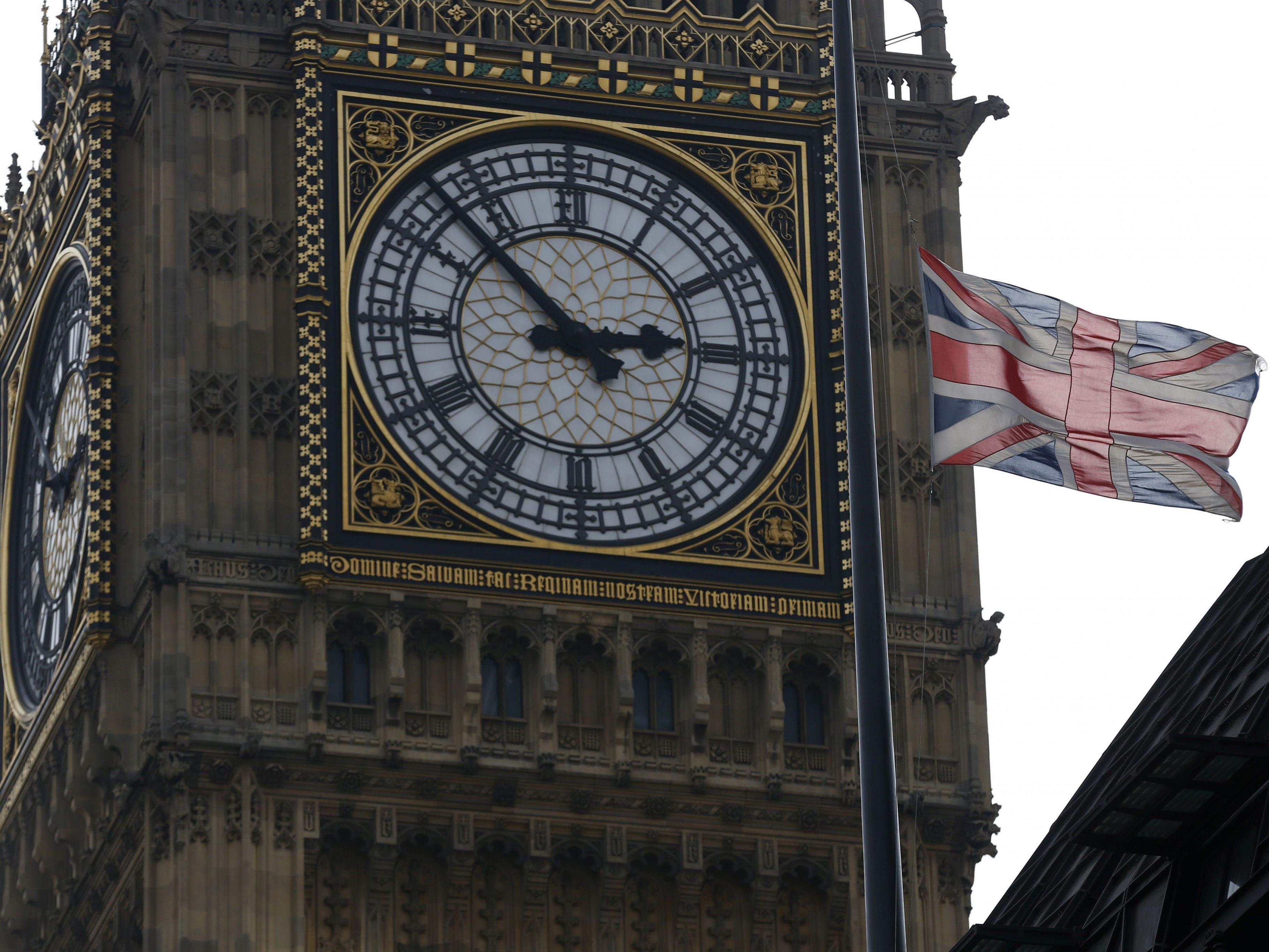Die Glocken des Big Bens erklingen sechs Sekunden zu früh