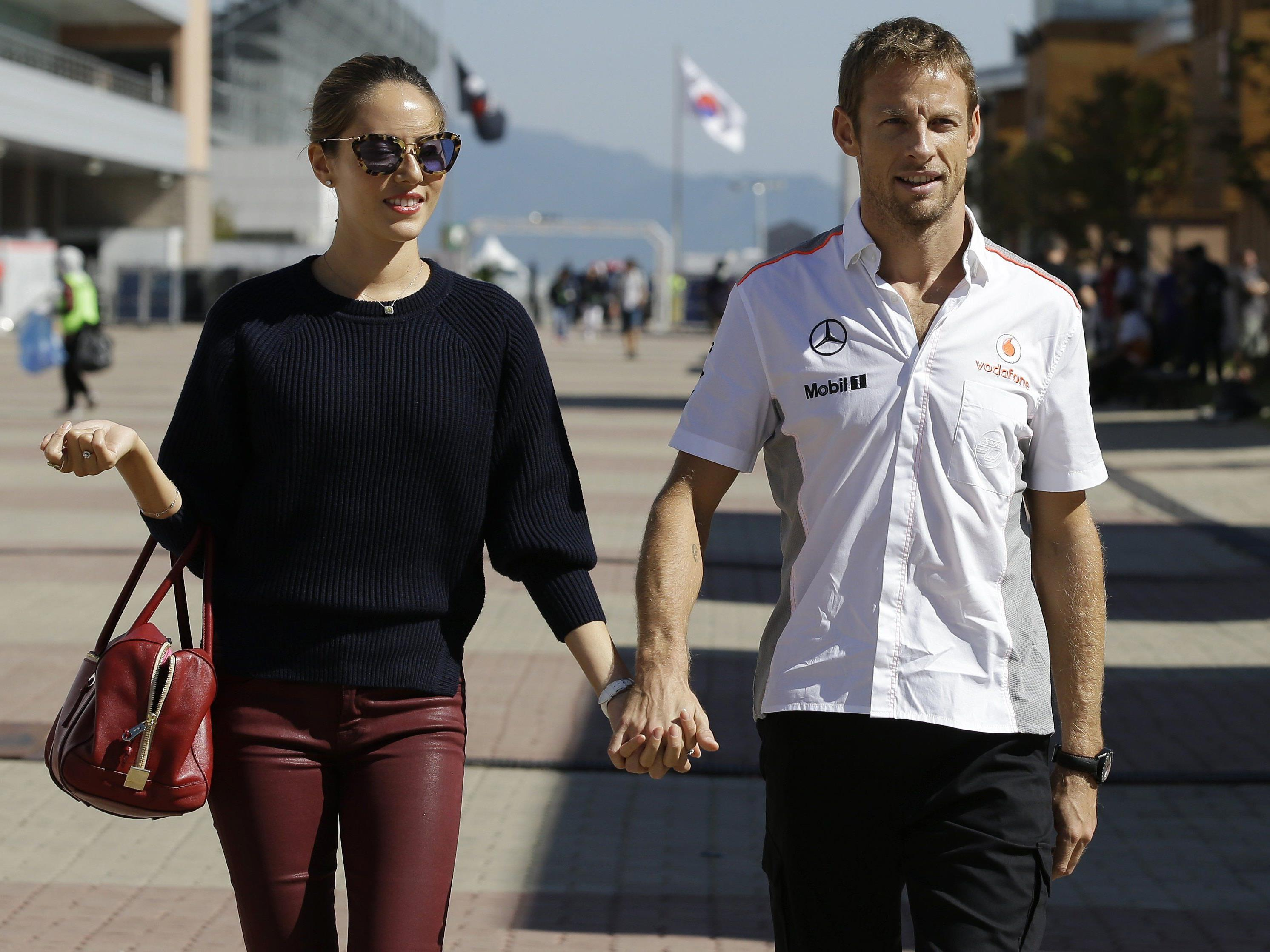 F1-Fahrer Jenson Button und Frau Jessica wurden im Urlaub mit Gas betäubt und ausgeraubt.