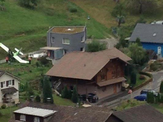 Pilot ums Leben gekommen - Ein weiterer konnte mit Fallschirm abspringen.