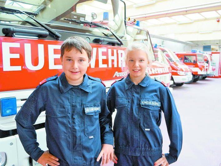 Jan (12) und Linda (13) werden in wenigen Jahren von der Feuerwehrjugend in den Aktivstand wechseln.