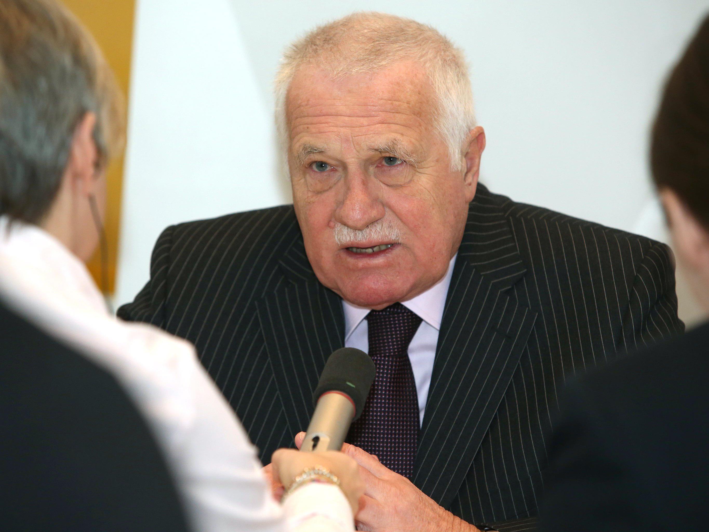 Früherer tschechischer Präsident sieht Schutzsuchende als eine Gefahr für den Kontinent.