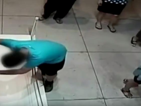 Ein Mini-Podest wurde zur Stolperfalle