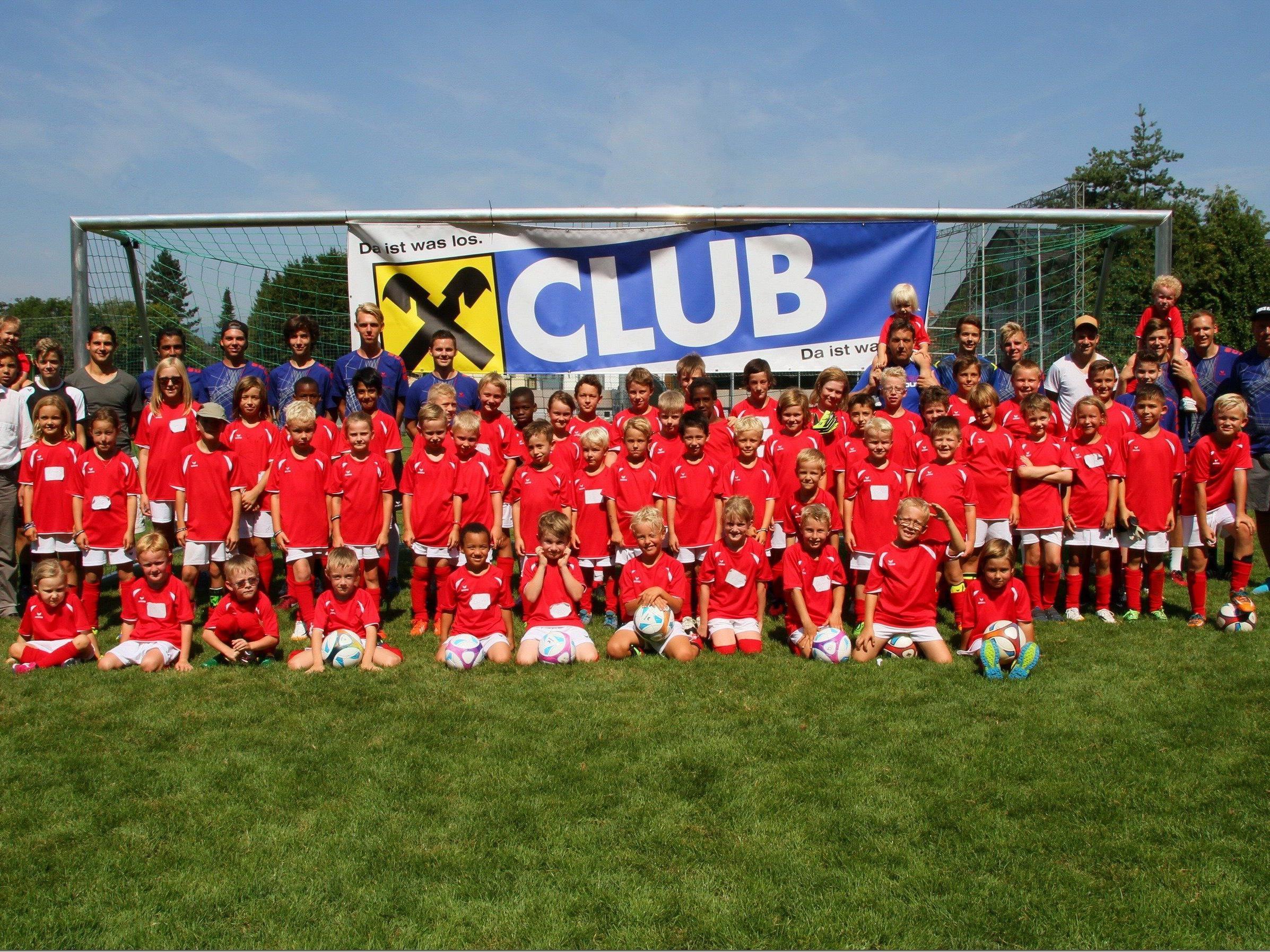 Mit viel Spaß das Fußballspielen erlernen hatten 65 Kids beim Camp auf der Gastra