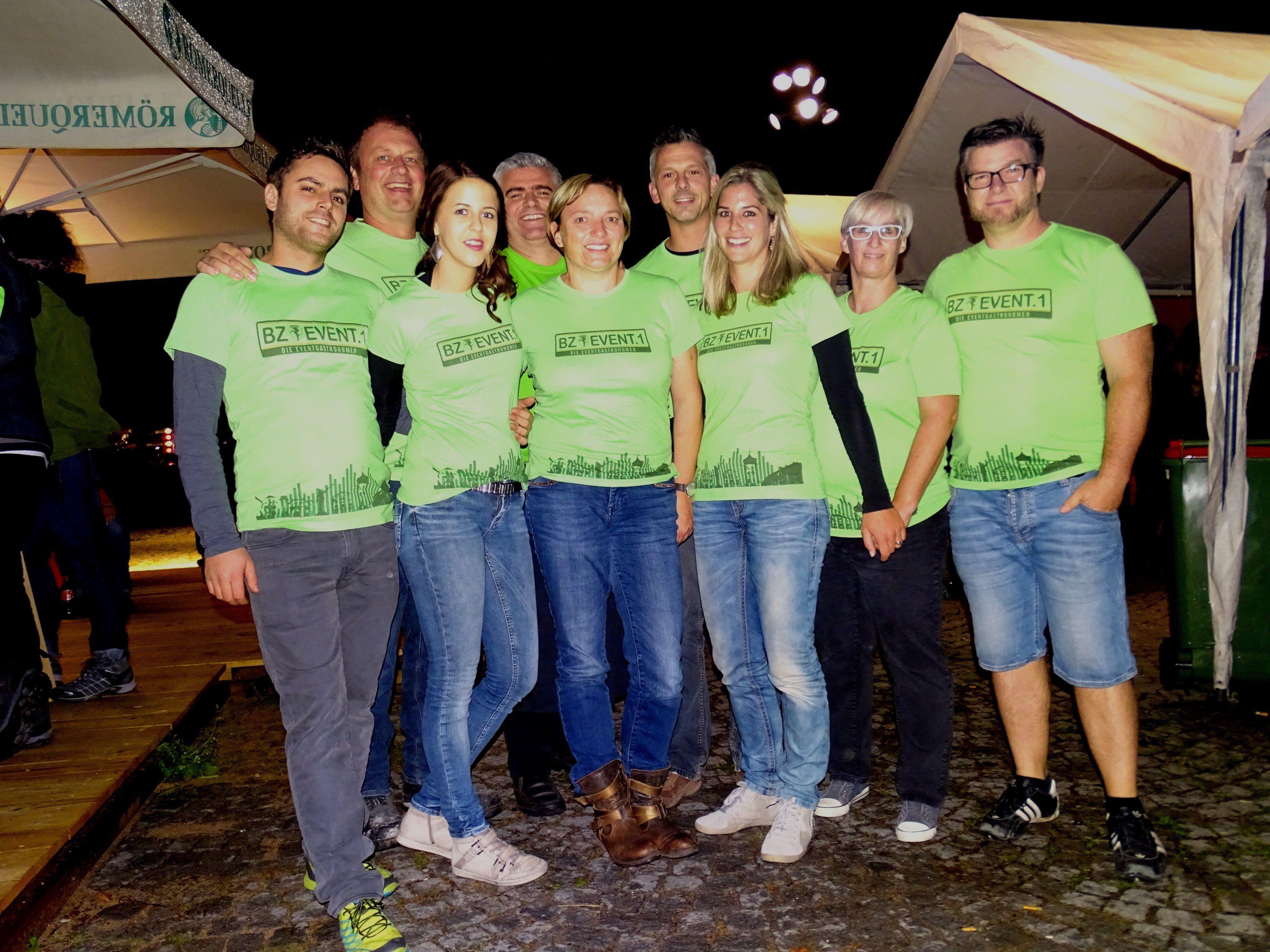 """Konnten sich über zahlreiche Besucher freuen: das Team der """"5 Wirte""""-Party."""