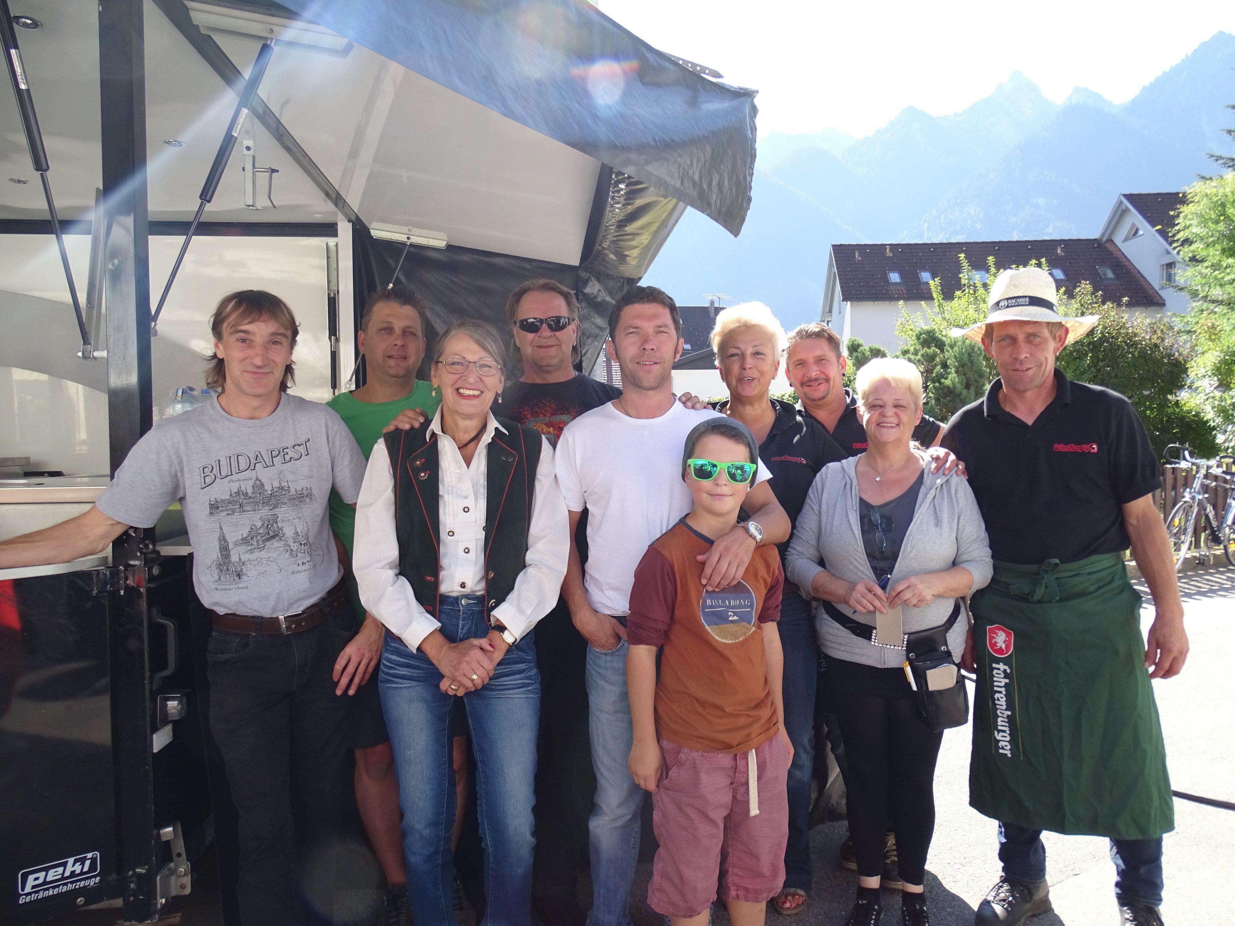 """Das Team rund um Ariane Mäser lud zur 50-Jahr-Feier des """"Schroffenpup"""" nach Bürs."""