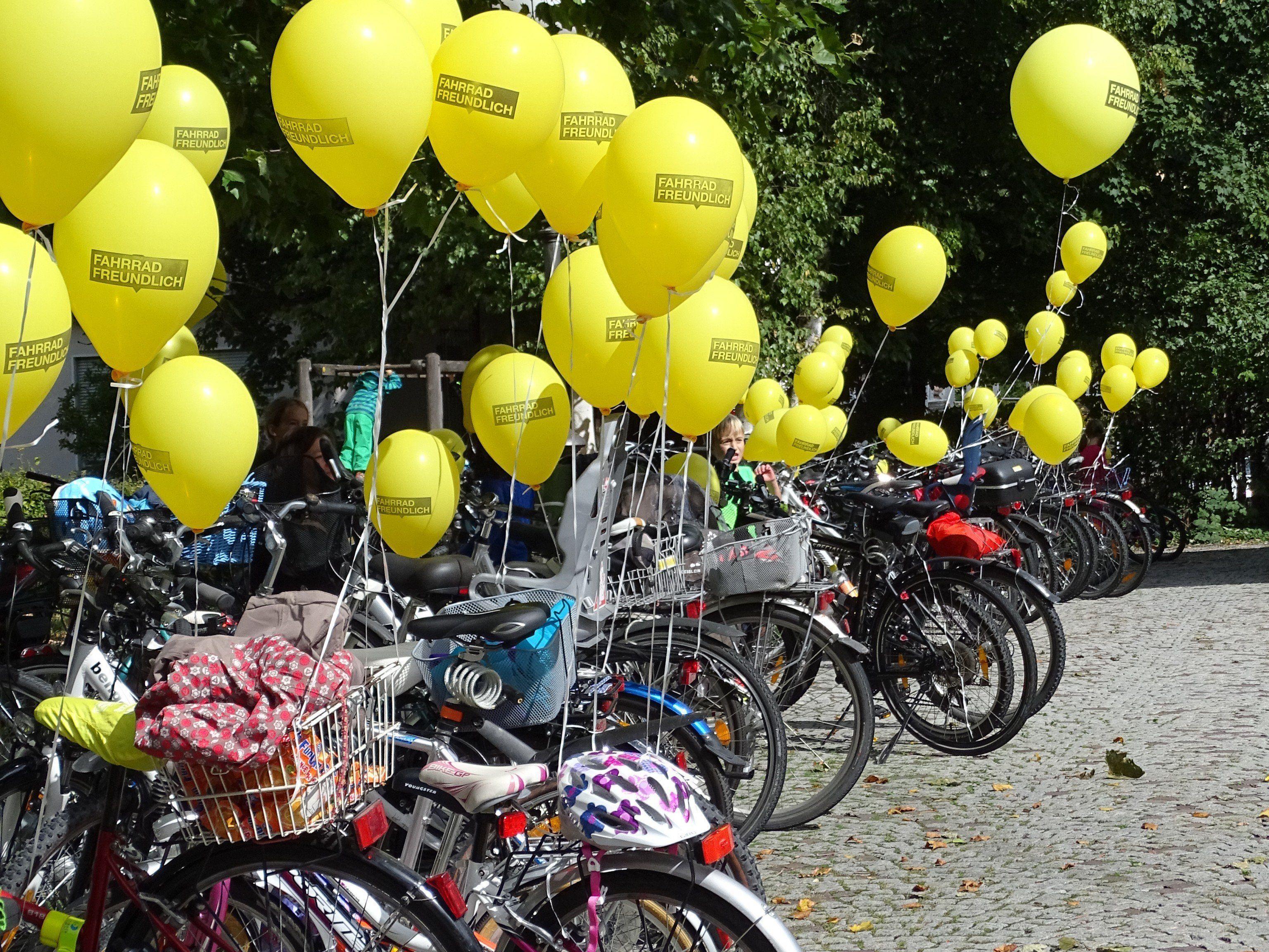 Viele begeisterte RadfahrerInne radelten am Sonntag in einer Fahrrad Parade gemeinsam von Nüziders nach Bludenz.