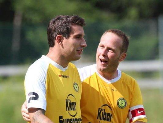 Die beiden Torschützen vom Bregenz-Spiel unter sich: Deni Gluhacevic und Christian Lang.