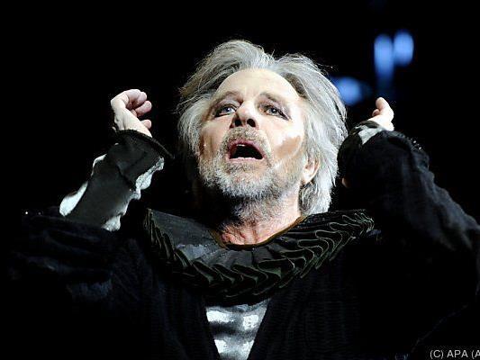 Adi Hirschal spielt an mehreren Theatern