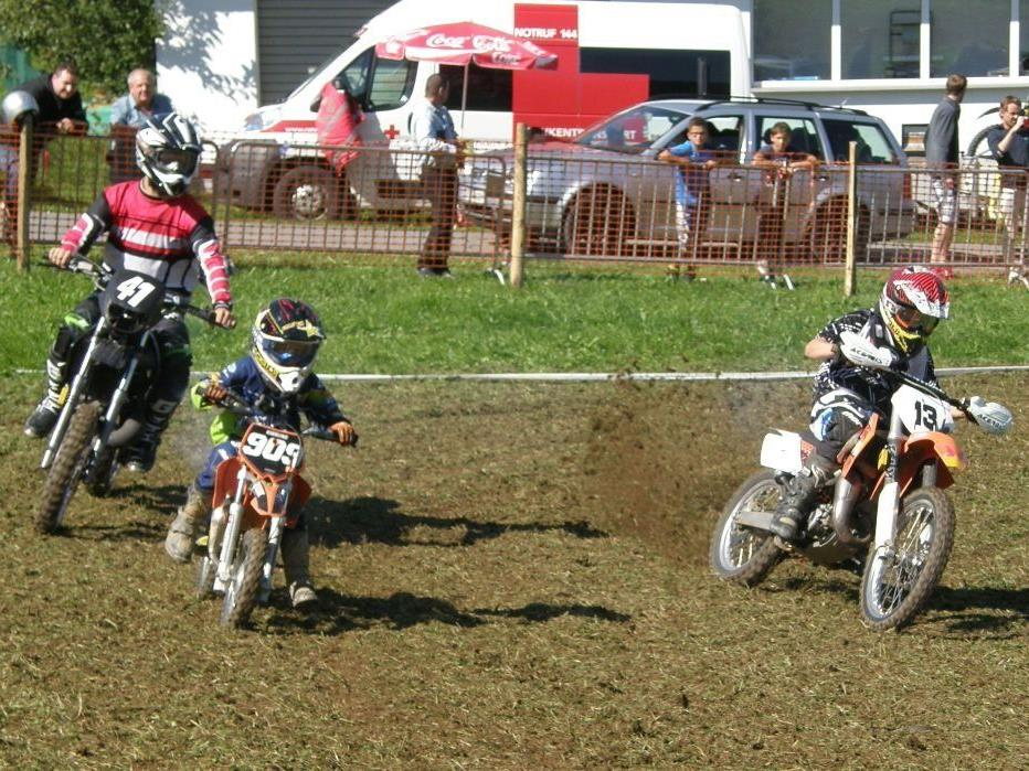 Die Motorsportler boten den Zuschauern spannende Duelle.