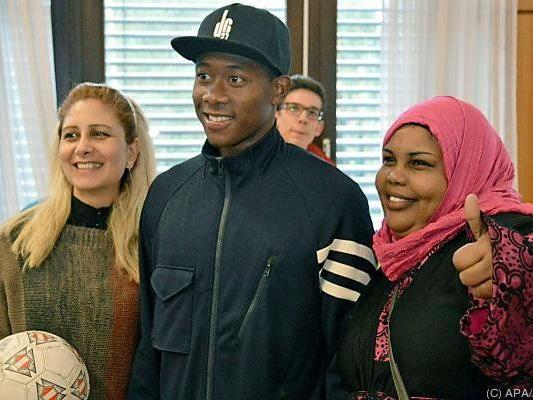 Fußballstar Alaba besuchte Flüchtlingshaus in Ottakring