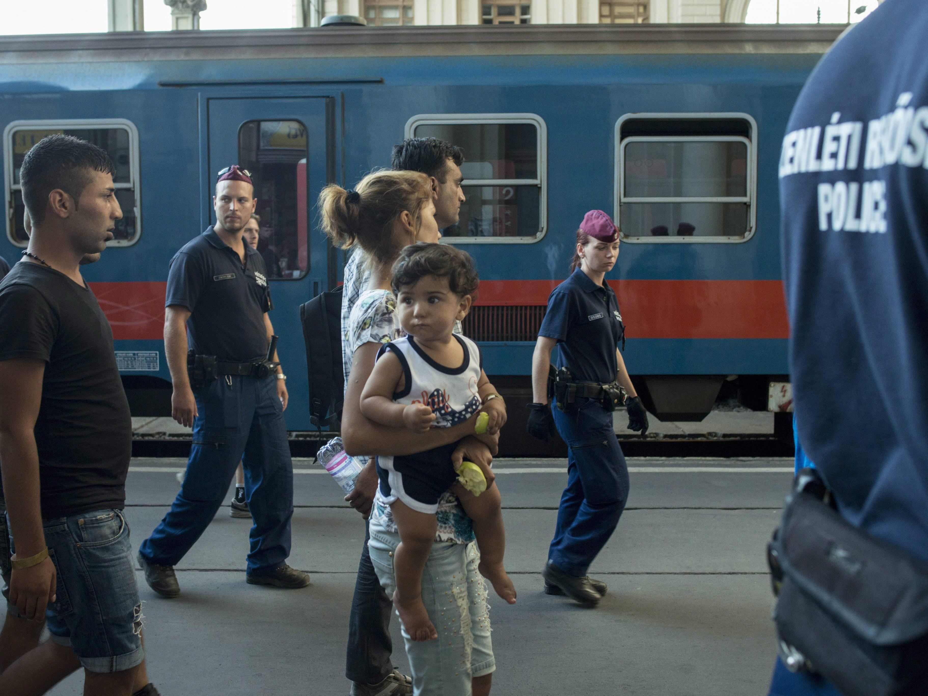 """Keine Züge Richtung Westen - """"Chaotische Szenen""""."""