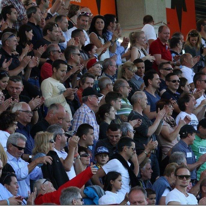 Standing Ovations der 7300 Zuschauer in der Cashpoint Arena nach dem 2:0-Heimsieg der Altacher