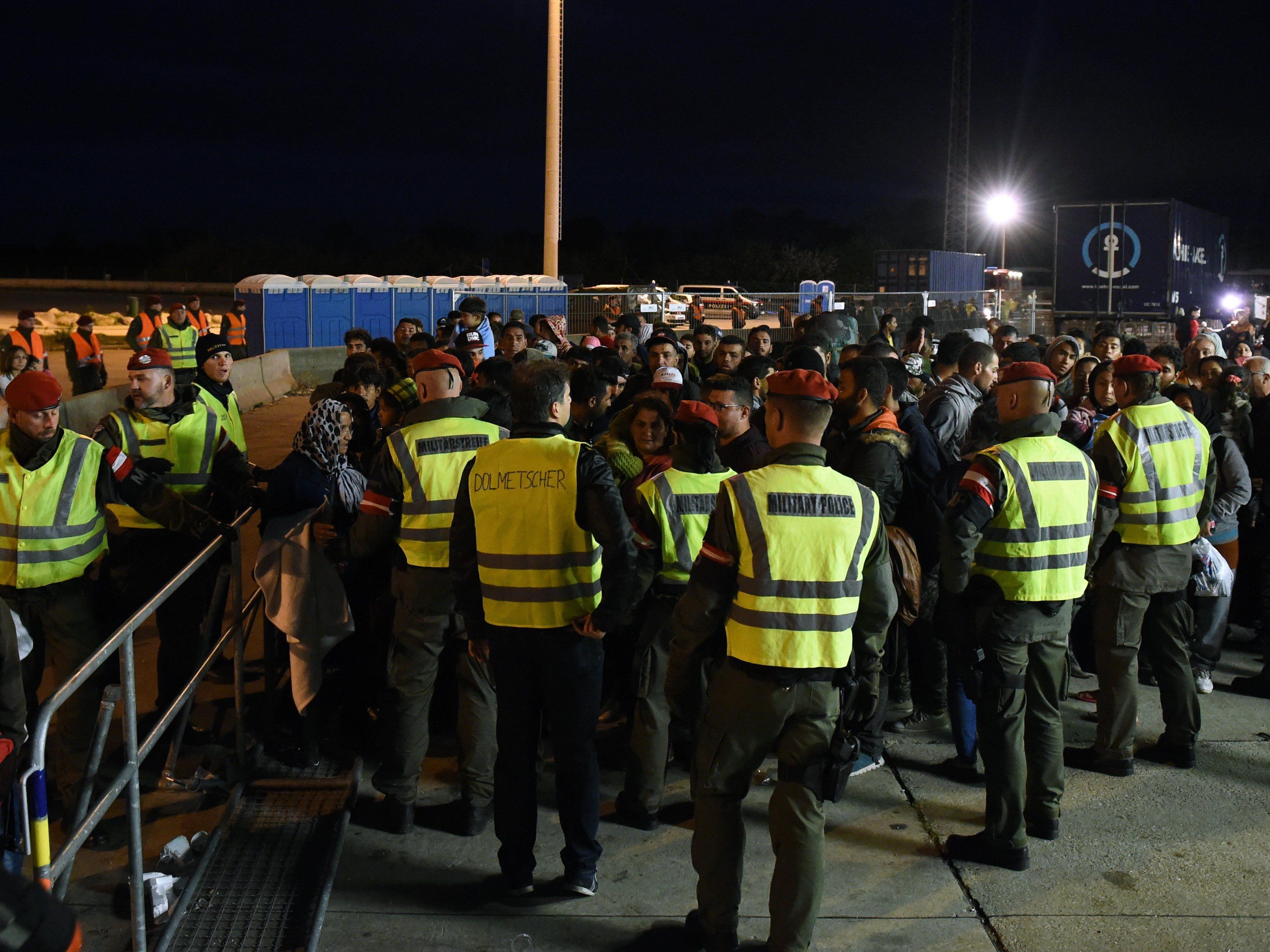 Tausende Flüchtlinge in Österreich angekommen