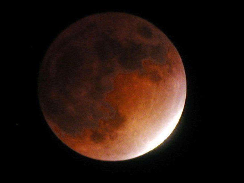 Geht es nach den Verschwörungstheoretikern ist der Blutmond am 28. September ein Zeichen dafür, dass etwas Schlimmes passiert.