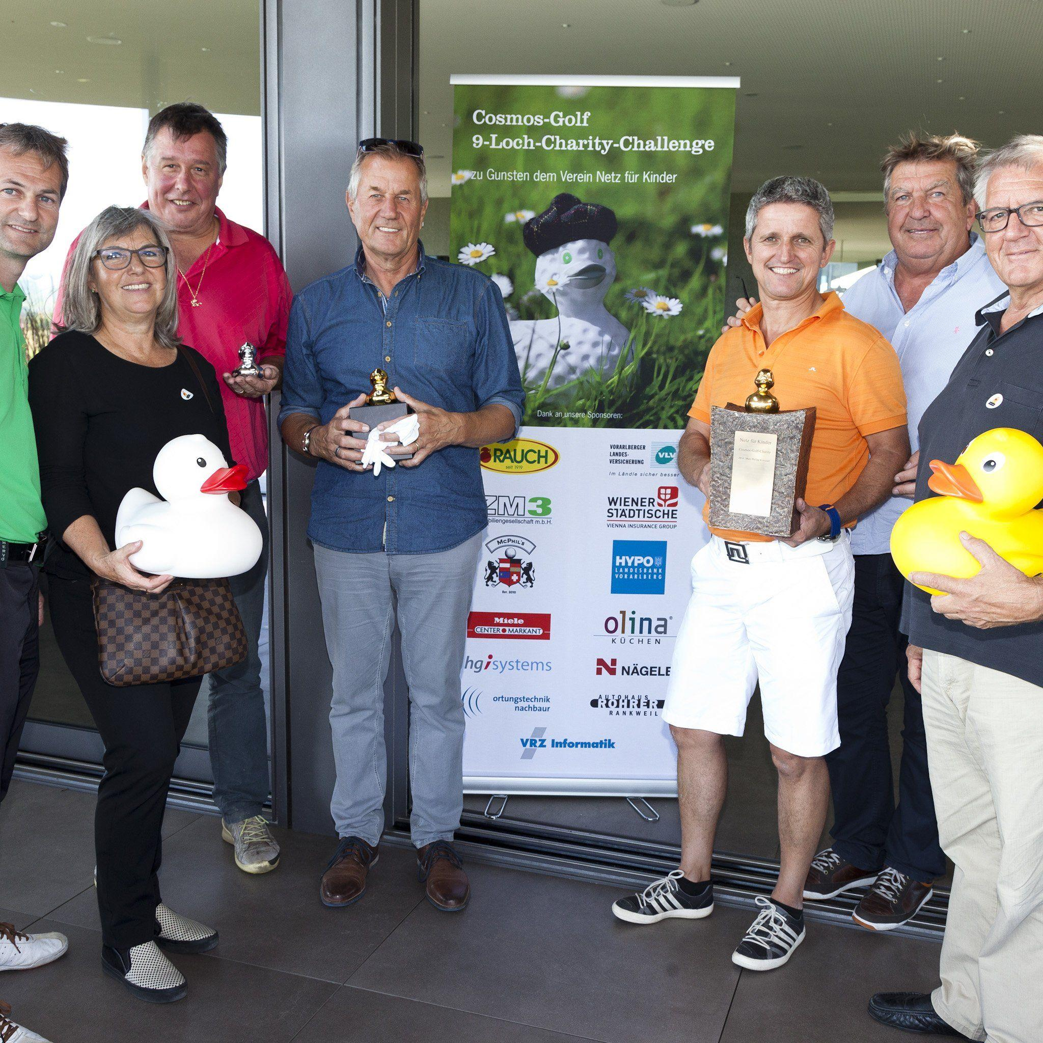 Knapp 20.000 Euro erspielten die Golfer für die Aktion Netz für Kinder