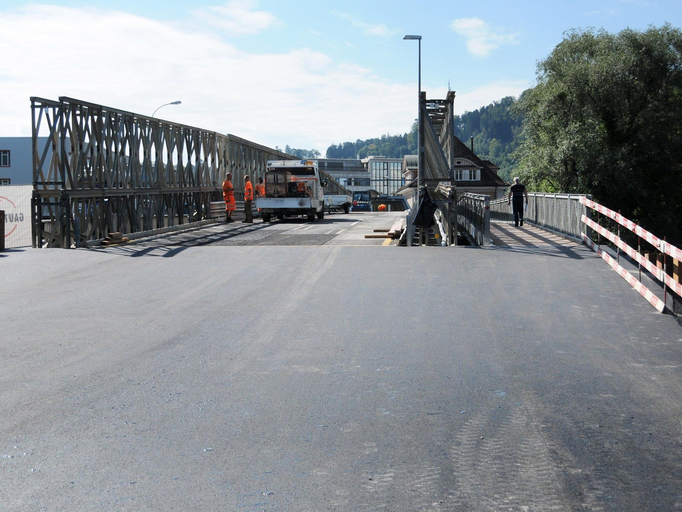 Die Zufahrtsrampen zur Ersatzbrücke Höchst - St. Margrethen sind bereits asphaltiert.