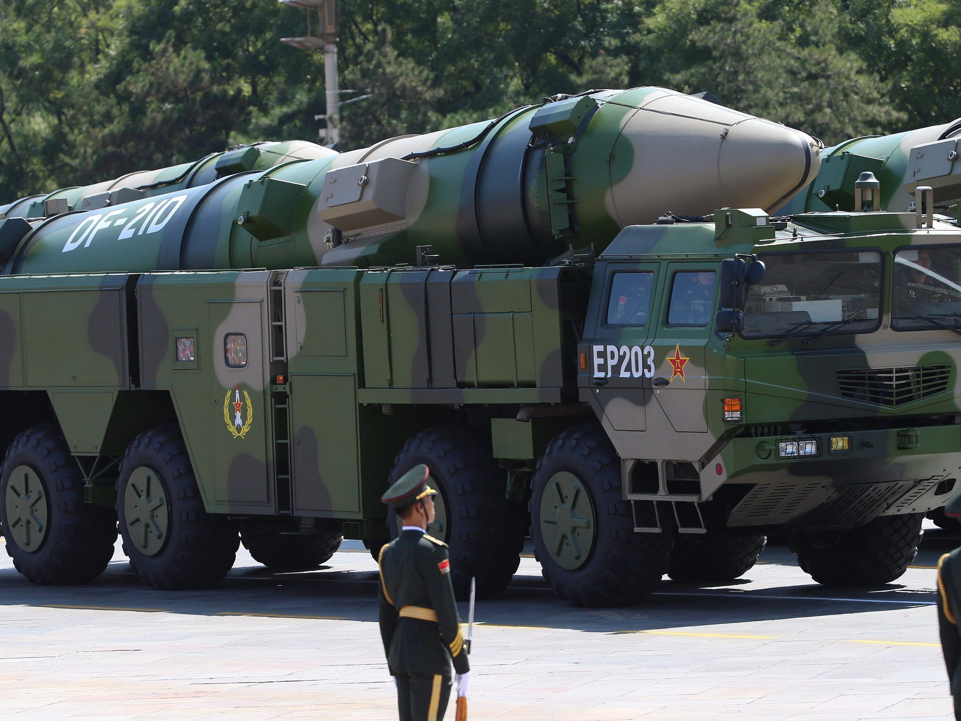 Chinas neueste Superwaffe Dongfeng 21-D: Sie soll Kriegsschiffe während der Fahrt zerstören können..