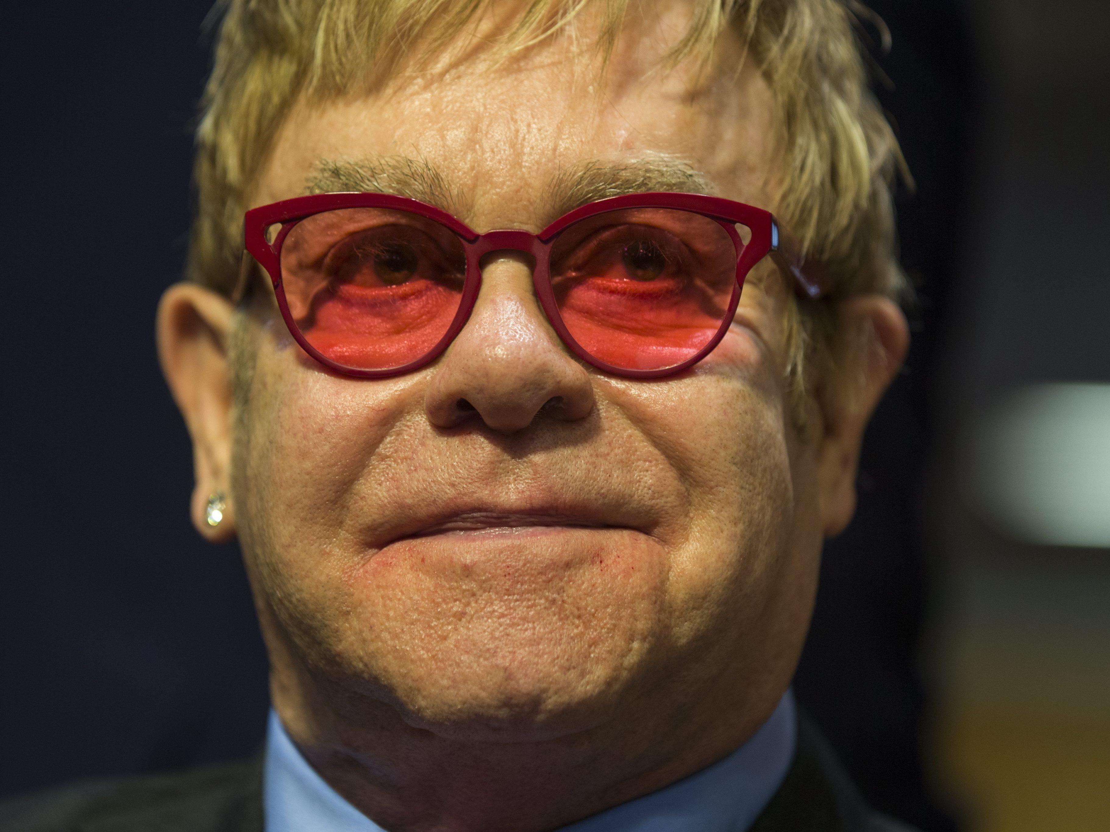 """Elton John will mit Putin reden: """"Hör zu, Schwule sind nicht das Problem."""""""