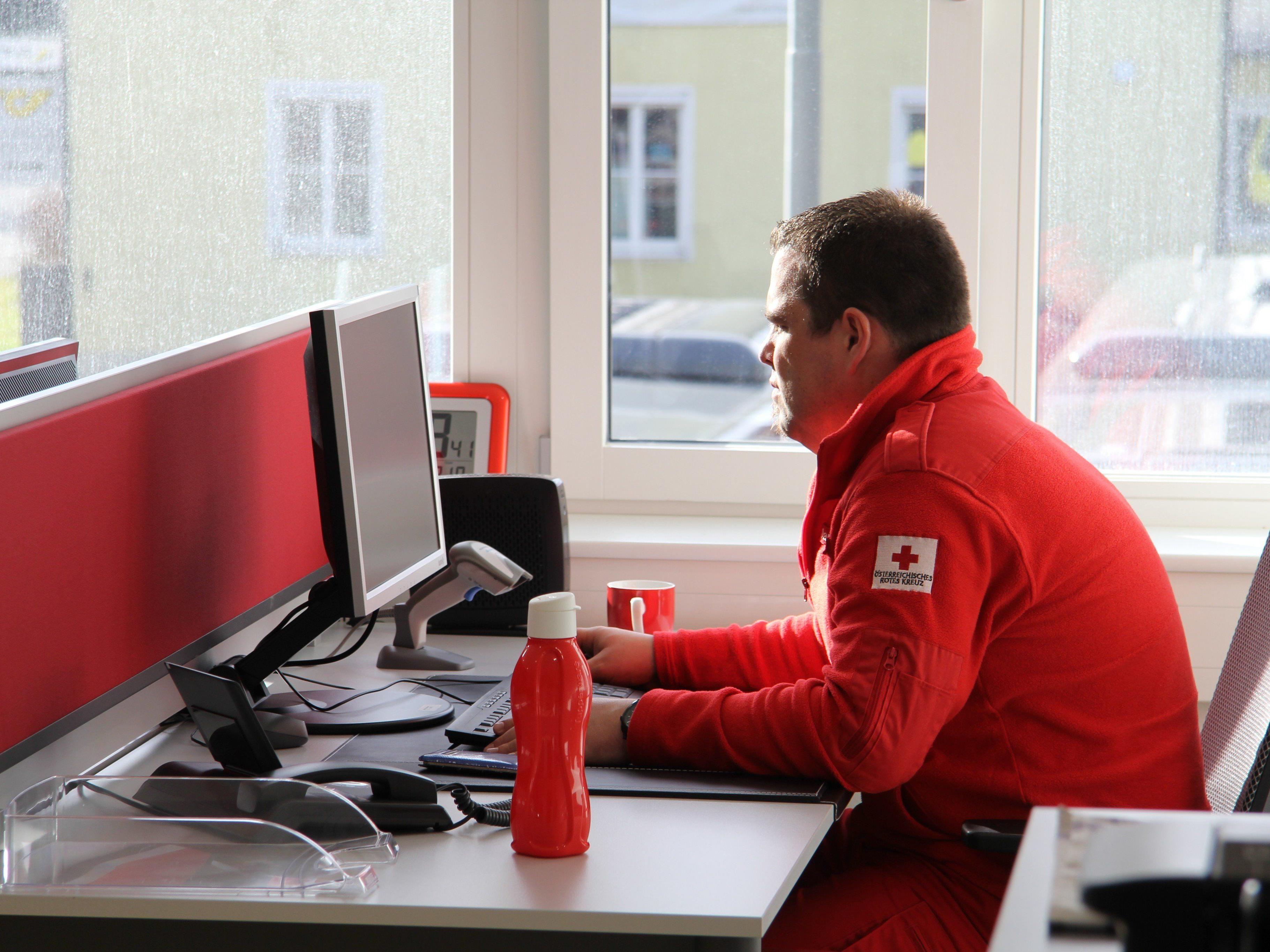 20 Mann des Roten Kreuz Vorarlberg helfen in Wien.