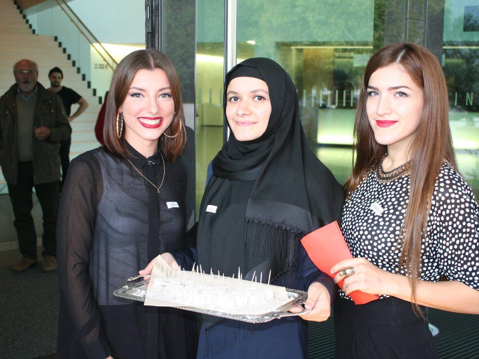 Sara Pipic, Amina Samchanowa und Tuba Colak