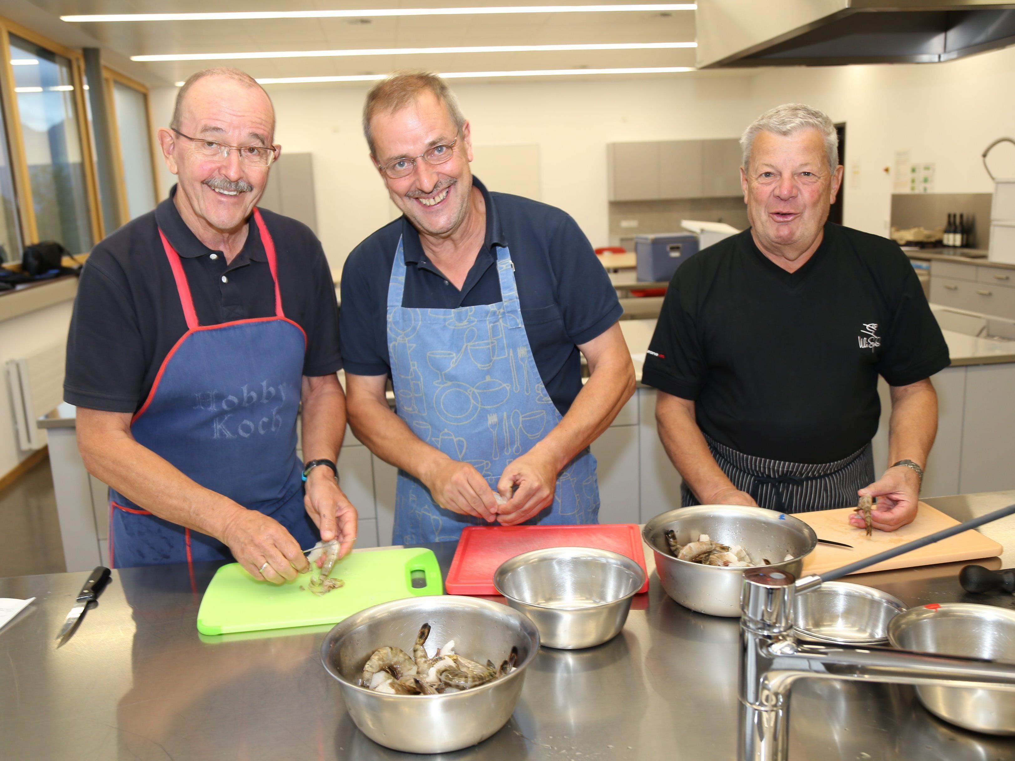 Friedemann, Hans und Helmut sind begeistert vom Kochkurs.