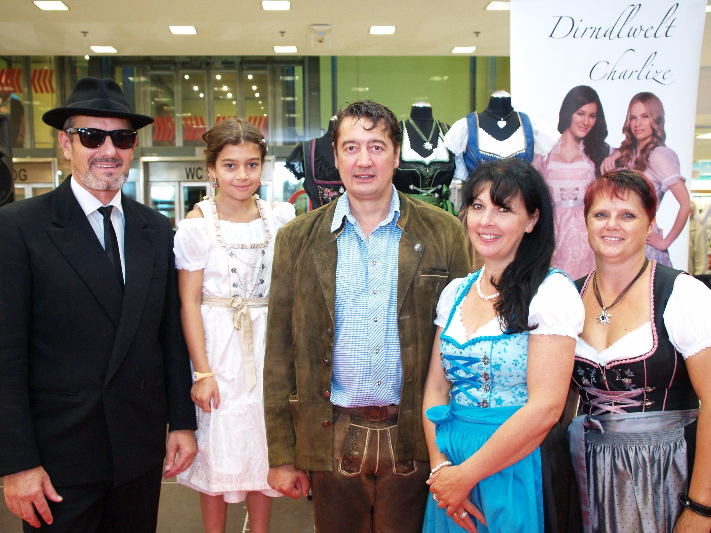Eventmanager Hartwig Ender, Geschäftsführer Dietmar und Helga Mostegl mit Tochter Ida Maria und Mitarbeiterin Ingrid Mathis.