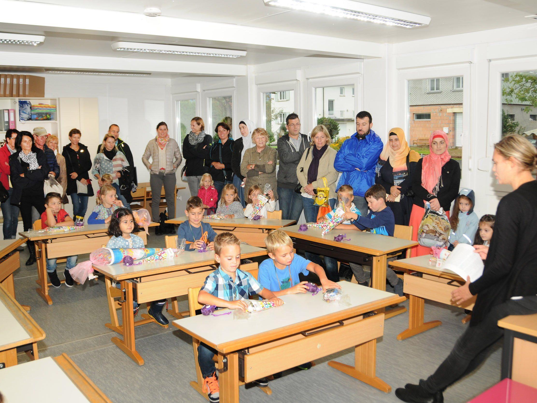 Schulbeginn in der 1a der Containerschule Höchst, der Ersatzschule für die VS Unterdorf