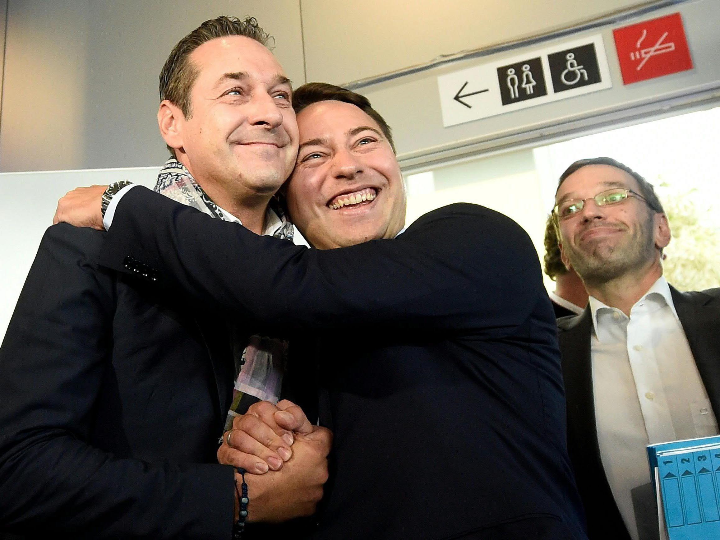 HC Strache und Manfred Haimbuchner nach der Landtagswahl in Oberösterreich.