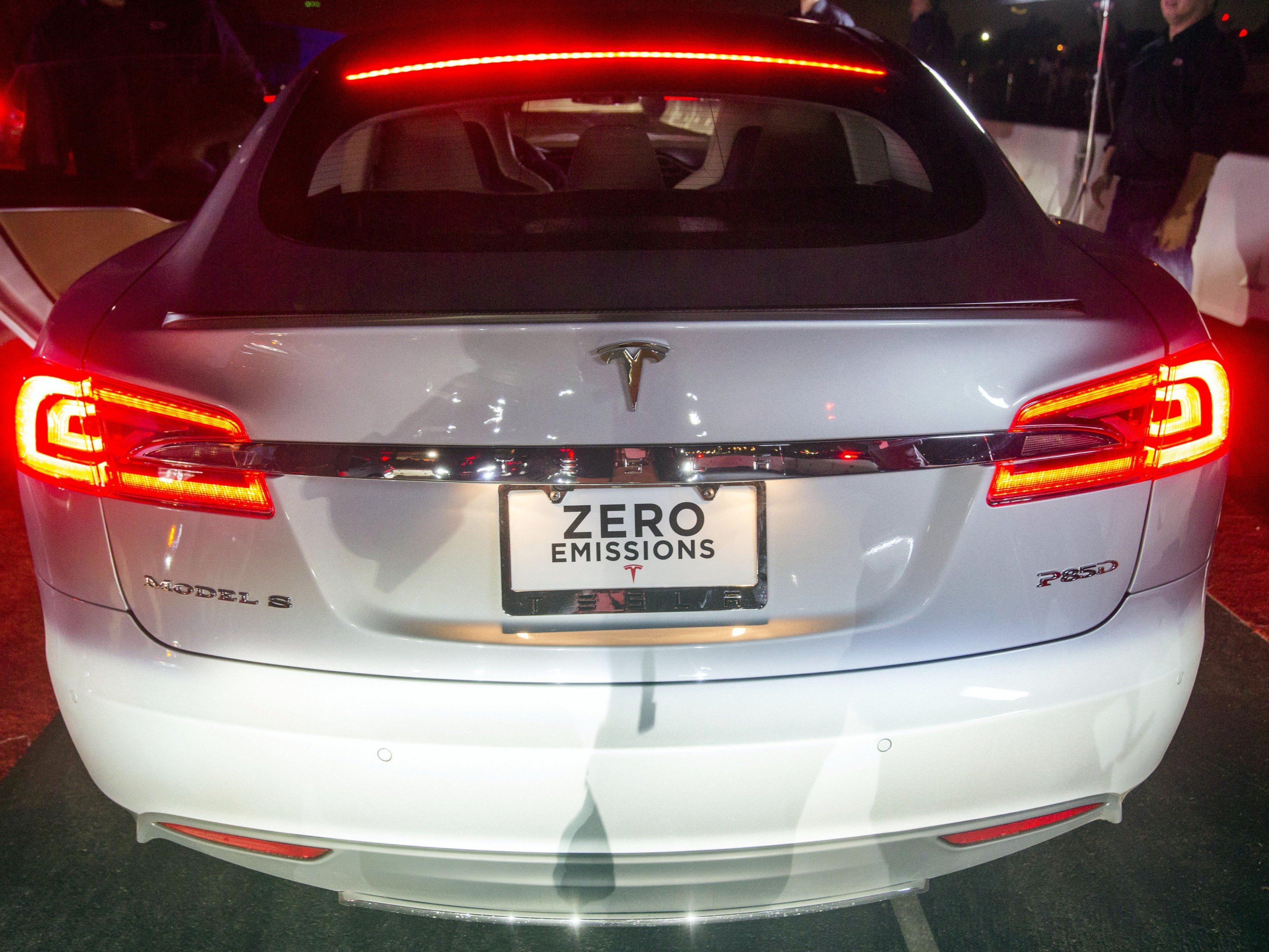 Tesla Model S P85D - Voll elektrisch und keine Abgase.