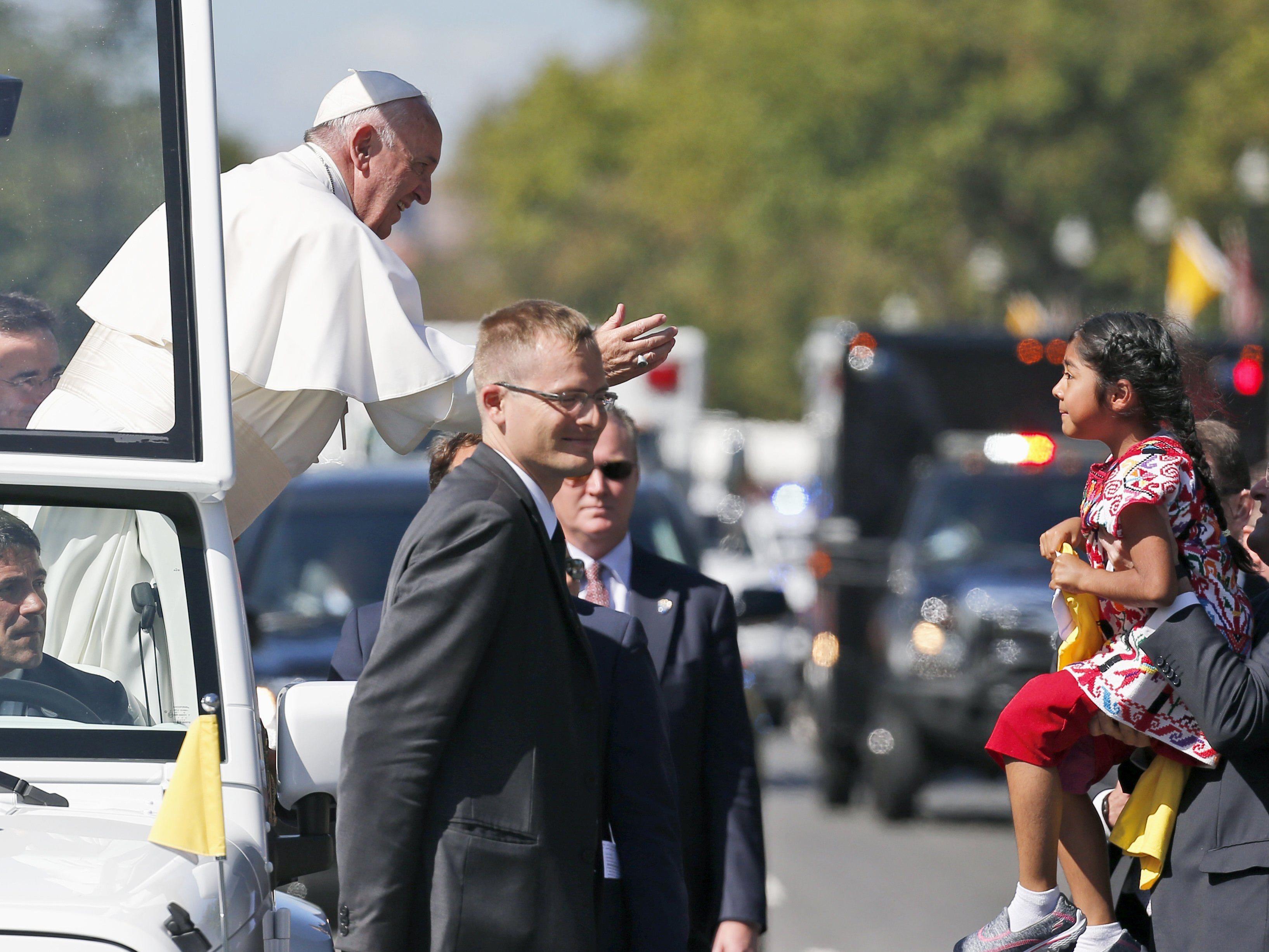 Fünfjährige machte sich bei Pontifex für Einwanderer stark.