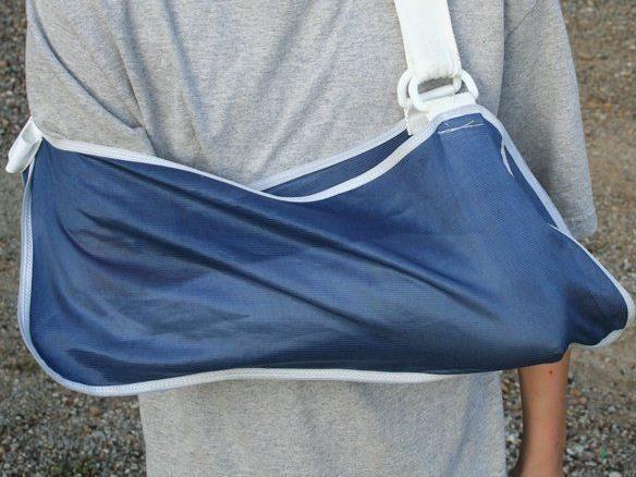Bei Kollision mit Kind auf Fahrrad Arm gebrochen.