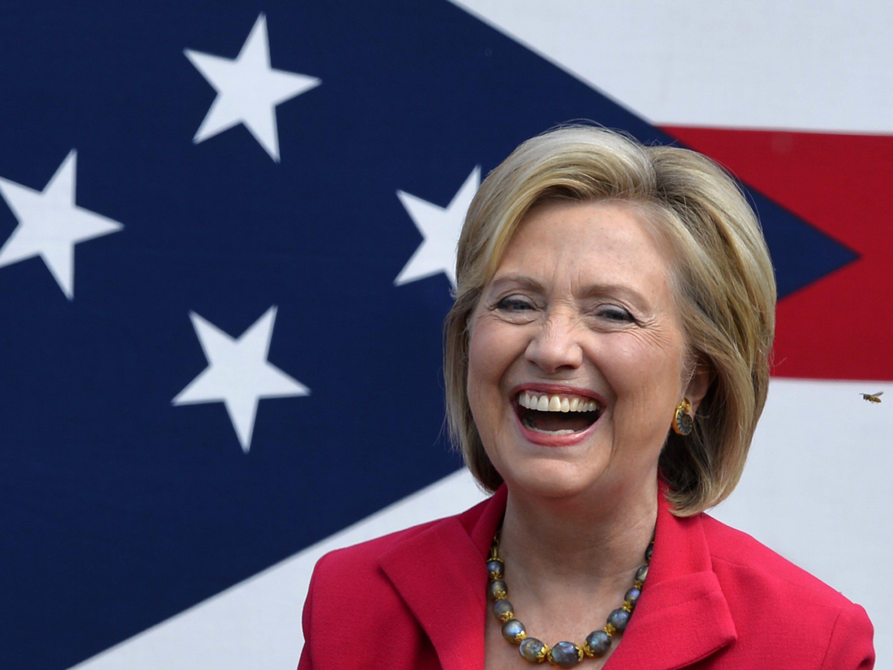 Mit der Technik scheint Clinton nicht ganz vertraut zu sein