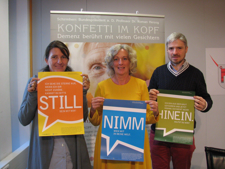 Landesrätin Katharina Wiesflecker mit Daniela Egger (Aktion Demenz) und dem Fotografen Michael Hagedorn.