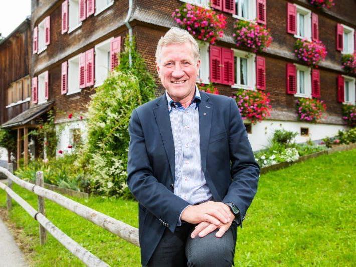 Zur Heimat und auch zur Landwirtschaft hat LR Erich Schwärzler einen besonders engen Bezug.
