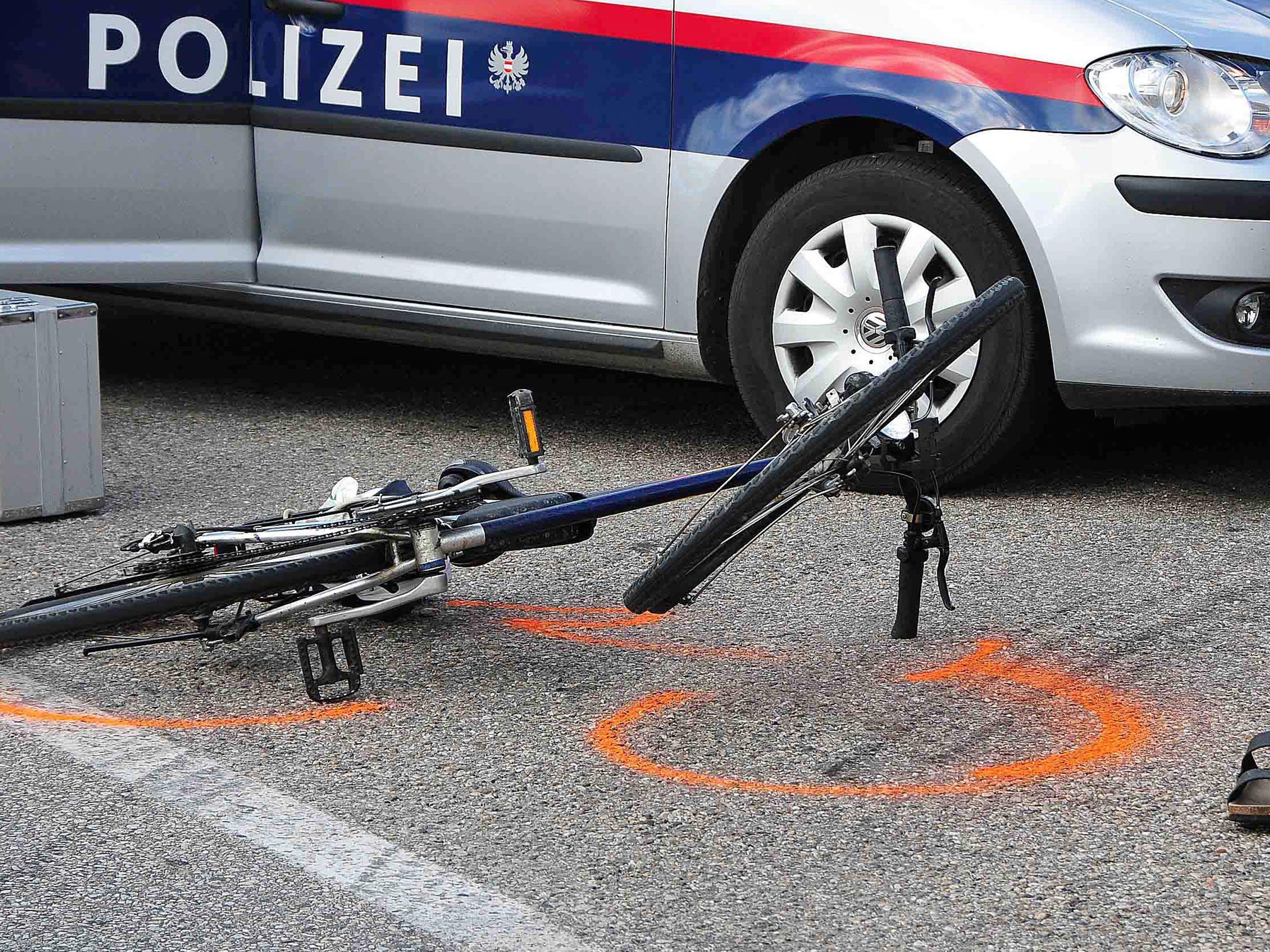 Fahrradfahrerin bei Kollision mit Lkw in Dornbirn leicht verletzt.