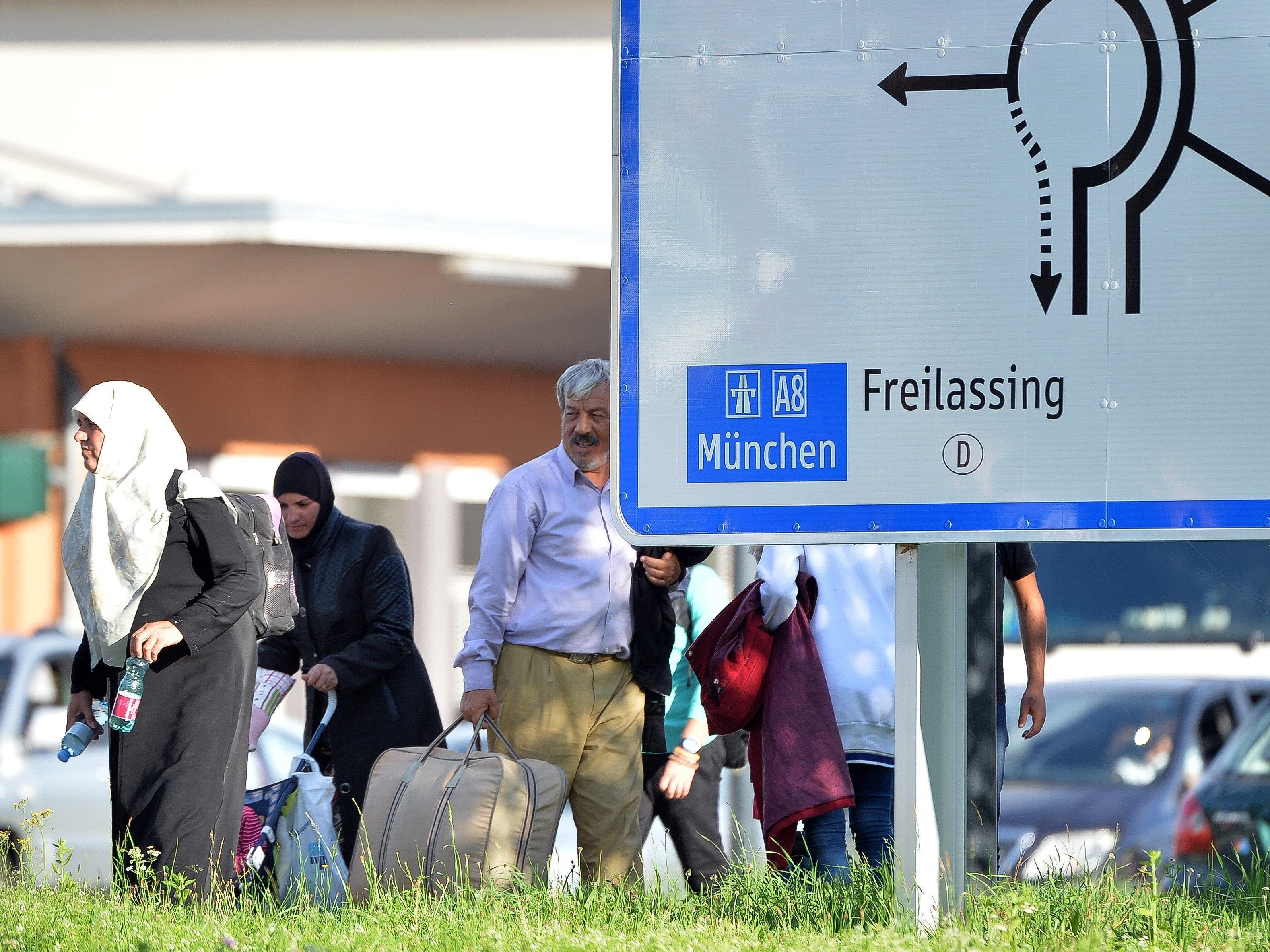 """""""Transitzonen"""" für Flüchtlinge: Deutscher Innenminister kündigt Grenz-Asylverfahren an"""