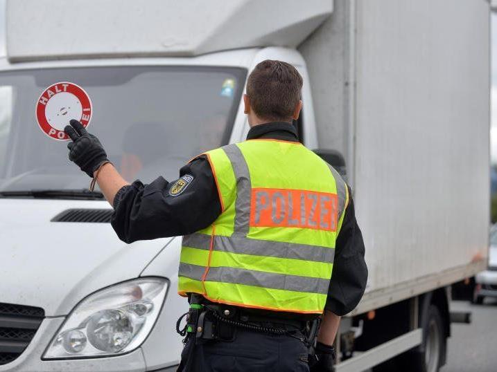 Grenzkontrollen der deutschen Polizei am Montag
