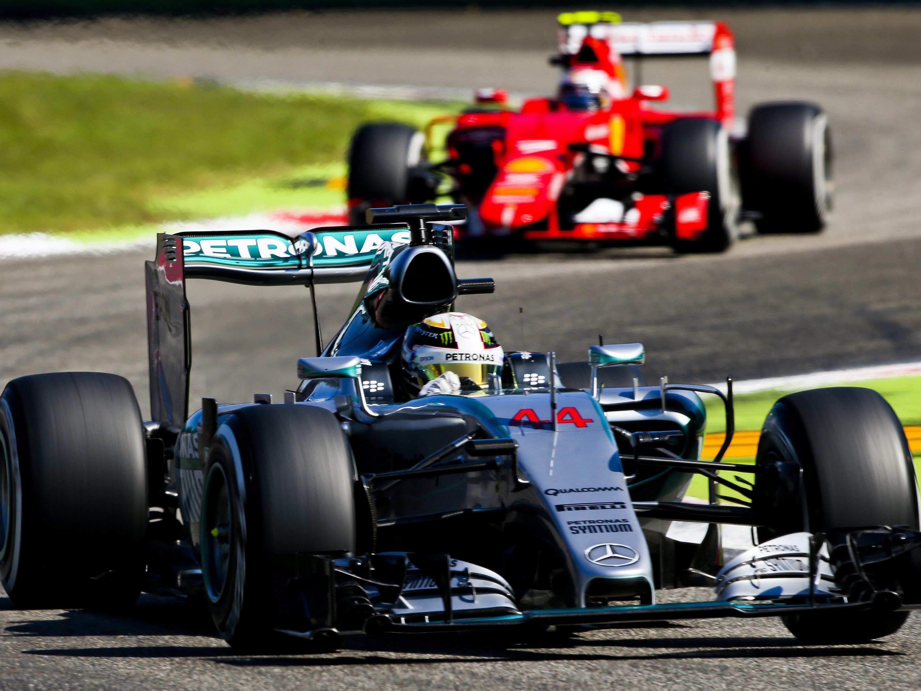 Die Meute hetzt Lewis Hamilton in Monza.