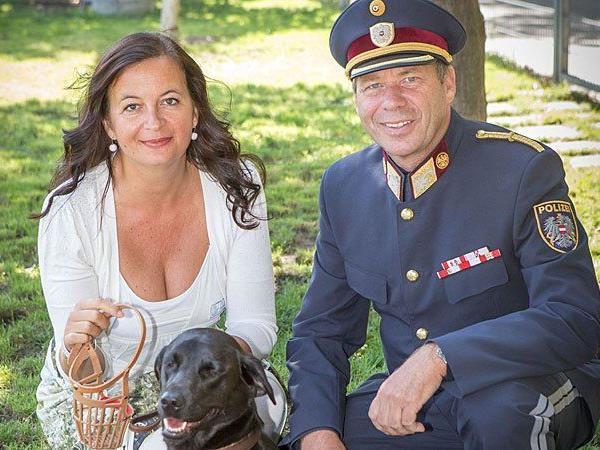 Tierschutzstadträtin Ulli Sima und Christof Hetzmannseder von der Wiener Polizei
