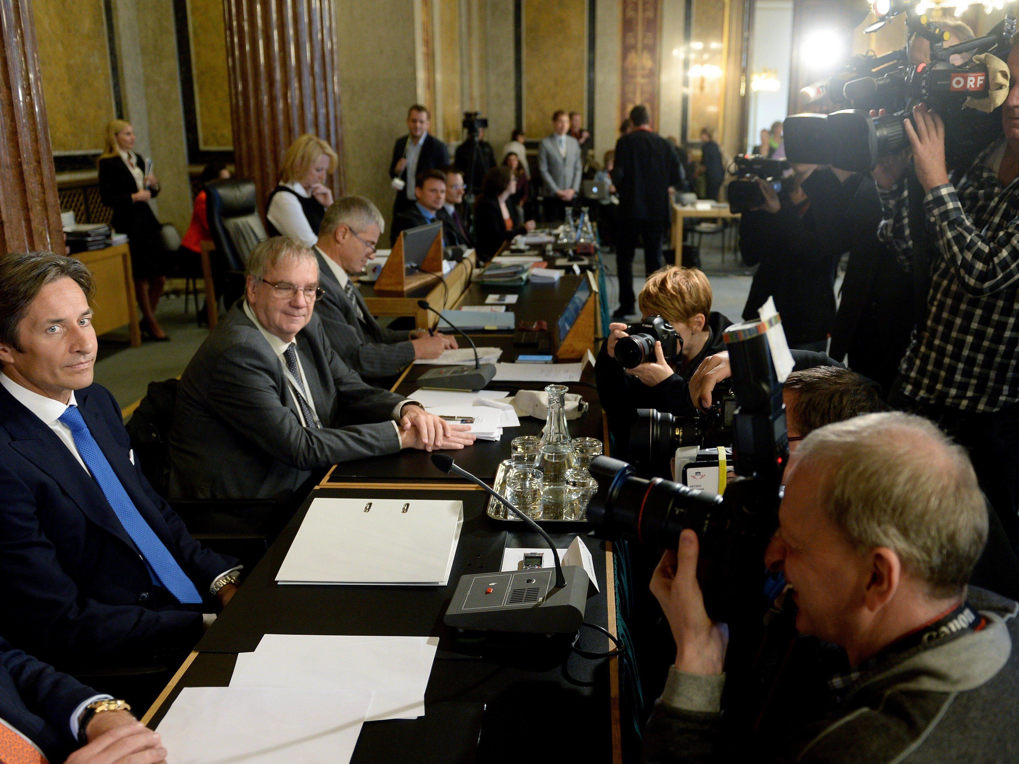 Hypo-U-Ausschuss: Grasser-Befragung startet mit großem Medienandrang