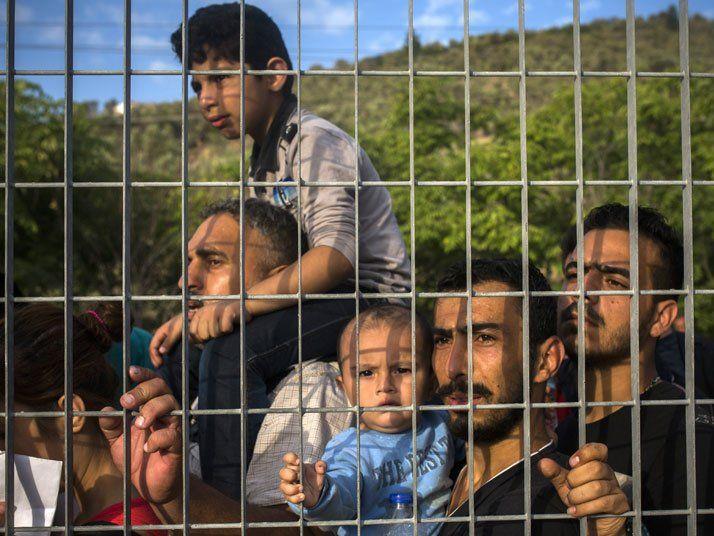 Nach offiziellen Angaben harren zwischen 15.000 und 18.000 Flüchtlinge auf Lesbos aus.