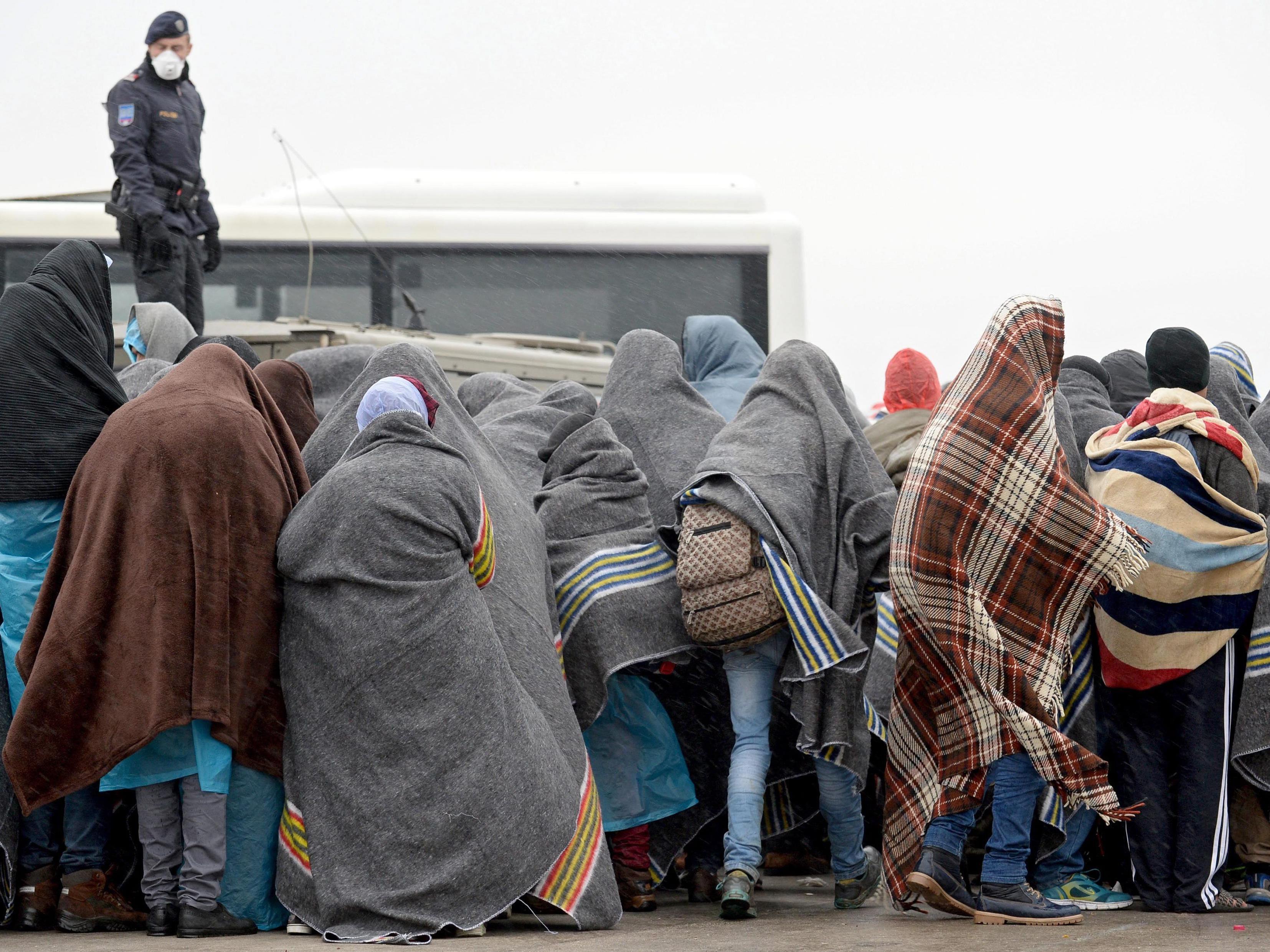 Flüchtlingshilfe: Inklusive Familiennachzug sogar bei 12,3 Mrd. Euro